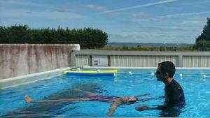 Cours de natation à Loix, île de Ré, Planète Sports et Loisirs, avec Josselin coach sportif et maître-nageur
